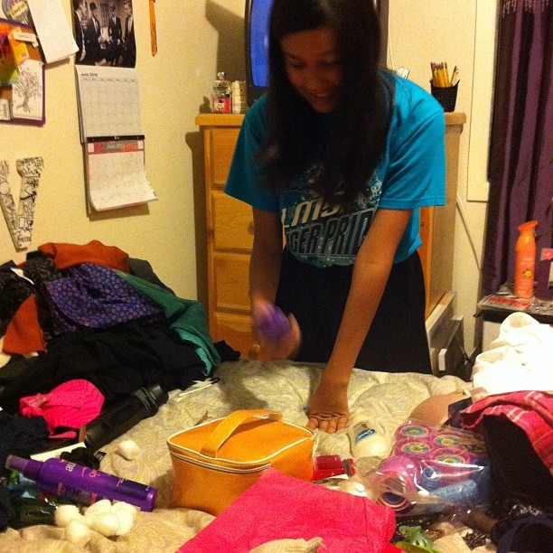 My Tia Adriana told Ashley to help me clean my room;  (Taken with Instagram)