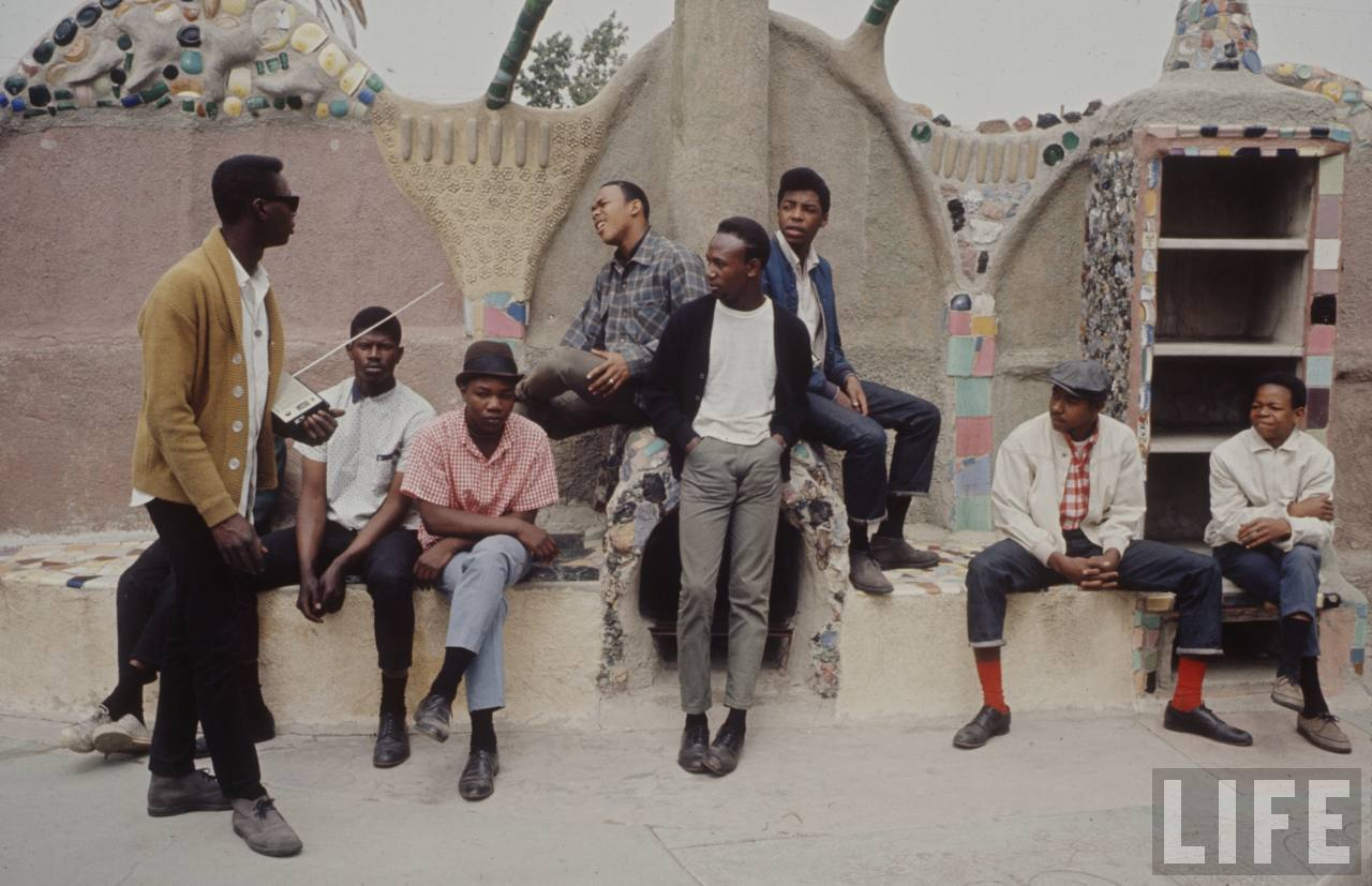 "streetetiquette:  If I was a young lad in 1966 I would hang out with these guys.  Street Etiquette 1966'  Ha.  junalcantara:  Nova postagem ""1966 em Watts"", no meu blog: ubora.wordpress.com"