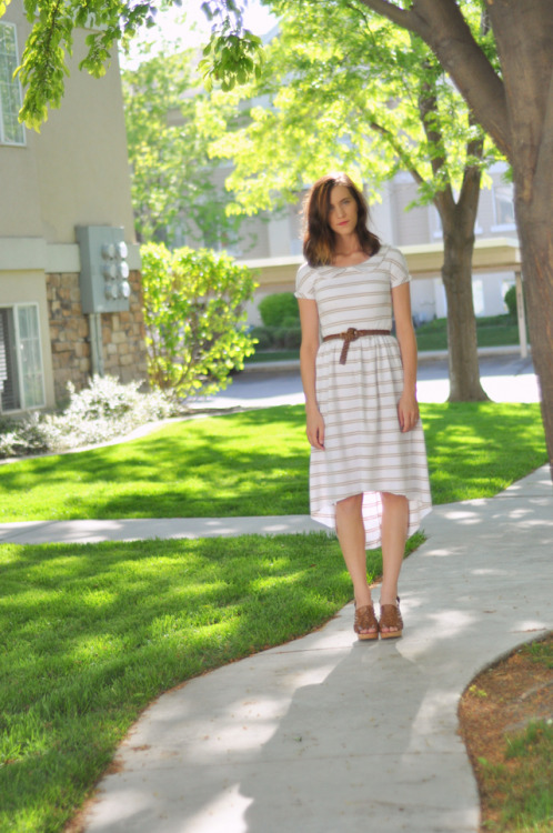 Knit tapered dress with peter pan collar   http://cottonandcurls.blogspot.com/2012/05/knit-tapered-dress-with-peter-pan.html