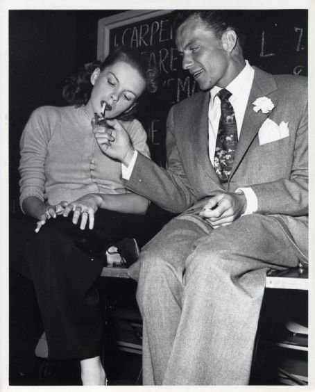 Judy Garland & Frank Sinatra Sinatra and Judy Garland remained good friends up until her death in 1969, but on only two occasions were the two legendary singers romantically involved. The first was in 1949, when Garland was recovering from a nervous breakdown and the two went on a romantic rendezvous in the Hamptons (Garland was still married to director Vincente Minnelli). The second was during one of Garland's many separations from her third husband Sid Luft in 1955. Sinatra had just come off his messy separation from Ava Gardner and was spotted in Garland's company until Luft found out. (wikipedia)