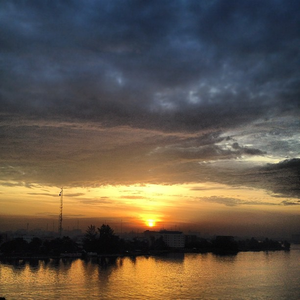Only an #earlybird can get this worm… #lagos #sunrise (Taken with Instagram)