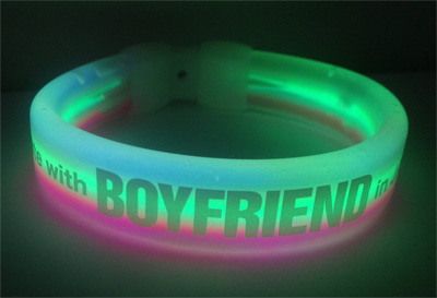 "bestfriendloveboyfriend:  BOYFRIEND JAPAN TWITTER UPDATE [120619] BOYFRIEND Official ‏@officialBFjp  メルマガ会員シートに応募していただいた方にプレゼントします「ブレスレット型ライト」の画像がアップされました!めちゃくちゃカワイイデザインですよね!実際に見ても本当にかわいいです!!是非、当日ゲットしてくださいね☆入場時に1つお渡しします! source: @officialBFjp [trans] Will be presented to those who have applied for membership. Merumaga sheet image of ""light bracelet type"" has been up! I'll design is insanely cute! Actually look really cute! ! Come, you will be given one when I ☆ Please get it on admission day! *translation might rough (haha…by google^^)  special ""1st Date with Boyfriend in Japan"" light bracelet only for membership.  Gosh I want it!!!"