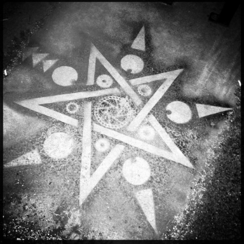 Sacred Geometry Lucifer VI Lens, Rock BW-11 Film, Laser Lemon Gel Flash, Taken with Hipstamatic