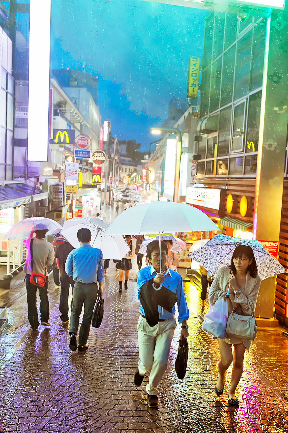 tokyo-fashion:  Umbrellas on Takeshita Dori. Raining pretty hard in Harajuku right now as the typhoon approaches. Everyone is trying to make it home before the trains stop (if they do).