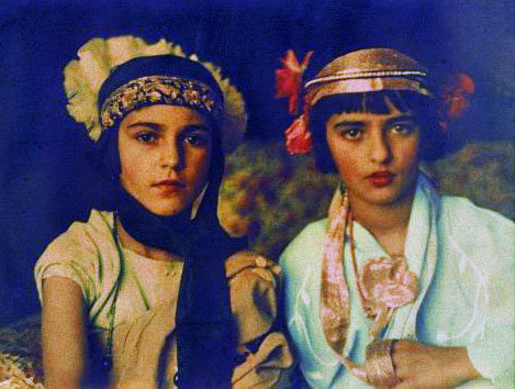 Indira and Amrita 1924, autochrome by Umrao Singh Sher-Gil from Retronaut