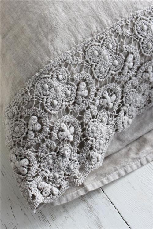 Beautiful greige linen pillowcase…. ana-rosa:  http://www.wanillarose.com/