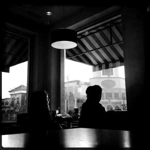 Cafe & Blog #makebeautiful John S Lens, Rock BW-11 Film, No Flash, Taken with Hipstamatic