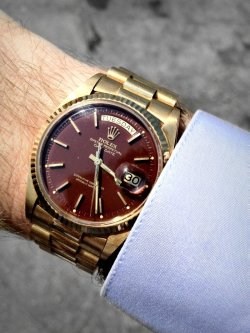 girlslikemenwhodresswell:  watchanish:  Vintage yellow gold Rolex ref: 1803 with a faded 'oxblood' dial   Not a fan of yellow gold but this watch is beautiful
