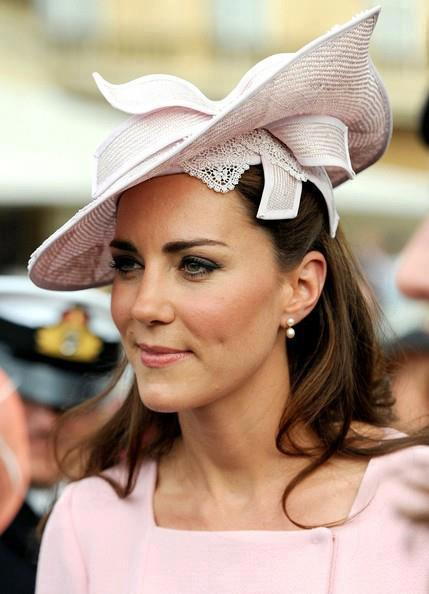 How beautiful does Kate Middleton look at the Royal Ascots? Get kate's look on a budget with MUA on this link:  http://www.muacosmetics.blogspot.co.uk/2012/06/royal-ascot-make-up-get-kate-middletons.html  Karla X