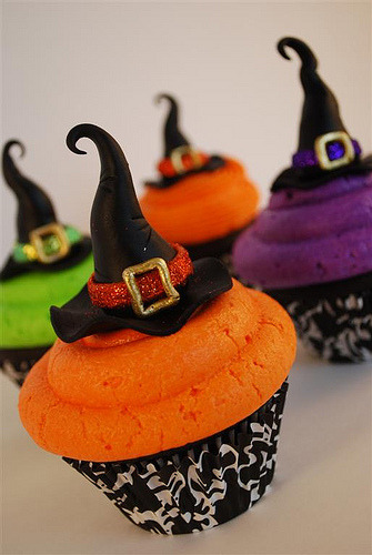Colorful Witch Hats Halloween Cupcakes decorating idea.