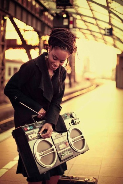 dorothyguyton:  michelleisgreat:  Locs and a boombox!  music and locs = just right