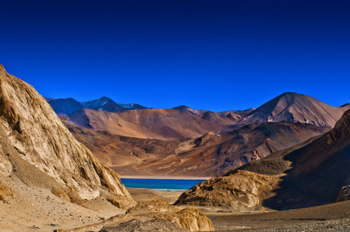 acertaintypeof-genius:  Pangong Tso - First Glimpse by Anoop Negi on Flickr.