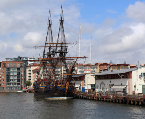 One of the largest fullrigged wooden sailing ships in the world, the Swedish ship Götheborg.