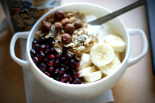 slyvvia:  Banana pomegranate breakfast.