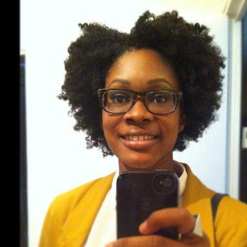 irisnaturelle:  So I tried to do a braid out. One braid wasn't completely dry so I had to intervene on the other part and make it fluffier and frizzy. I kinda like the look.