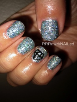 …Holographic yumminess!!!! (Color Club- Beyond the Mistletoe)