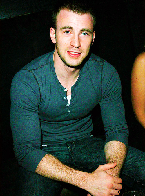 ♣ 135/500 pictures of Chris Evans.