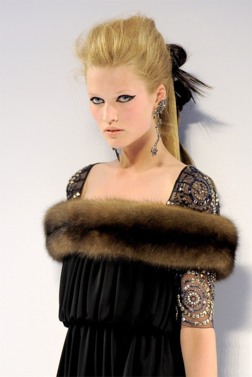 fromobscuretodemure:  Toni Garrn at Chanel Haute Couture F/W 2009-10.