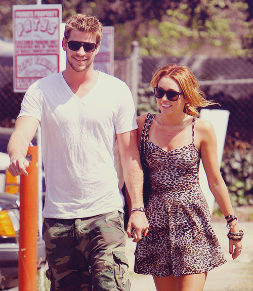 29/30 pictures of miley & liam (★)