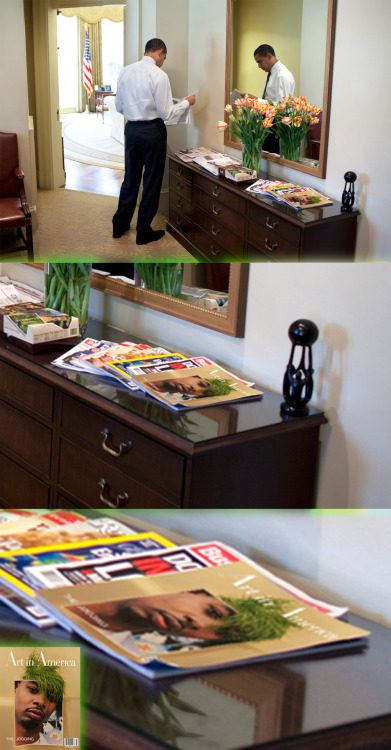 THE JOGGING ISSUE OF ART IN AMERICA SPOTTED AMONGST OVAL OFFICE READING MATERIAL, 2012 Image √