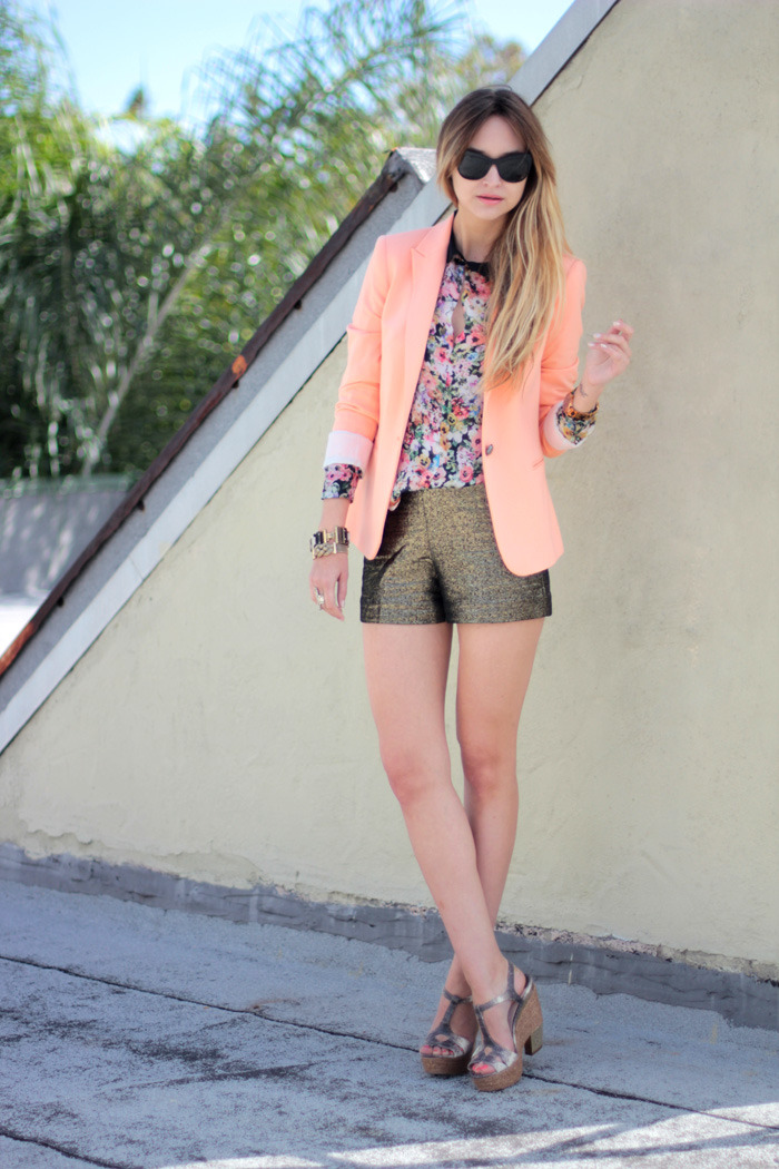 Those DVF shorts are pretty fab. This whole outfit is pretty fab actually. (via Late Afternoon: cali heat)