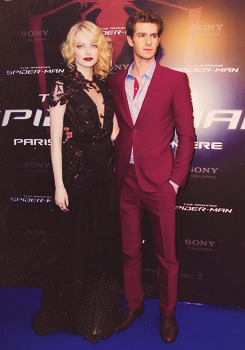 "Emma Stone & Andrew Garfield | ""The Amazing Spider-Man"" Paris Première (2012)    have you ever seen a dress that was so beautiful it made you really angry"