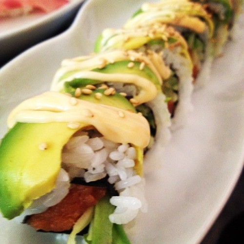 Catepillar roll #avacado #spicytuna #sushi #roll #japanese #food #nom #yummy (Taken with Instagram)