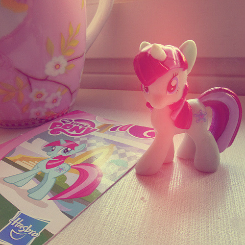 awwh, my friend gave me a pony because it was pink&turquoise (my colours)!