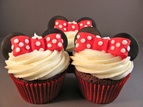Minnie Mouse cupcakes by zoeycakes on Flickr.