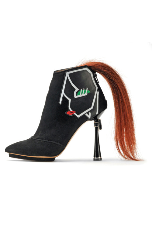 Honestly, this shoe give me the creeps. It has a ponytail! I guess that face is supposed to be wearing it? Like some sort of cubist cheerleader? I don't know. But really, there are some logistical errors with this shoe. For one, with all the tripping-all over-your-ponytail and dragging-your-ponyail-on-the-ground that's bound to happen, it's not gonna take long before that ponytail looks like it came straight off an actual pony: tangles, dirt, and all :(