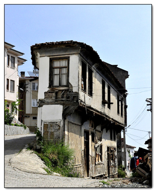 handa:  House at the corner, a photo from Bursa, Marmara | TrekEarth