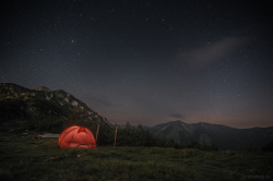 Bivouac under stars by 2undsiebzig.de on Flickr.