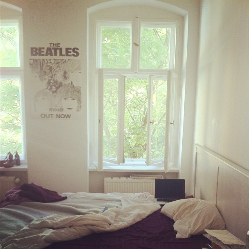 sweethomestyle:  my room in berlin. (noair)