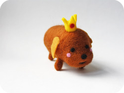 Needle felted Hot Dog Princess — from the other side! HDP looks a little shy from this angle, I think.