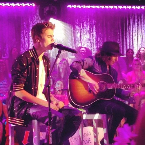 #bieberlive right now on MTV!
