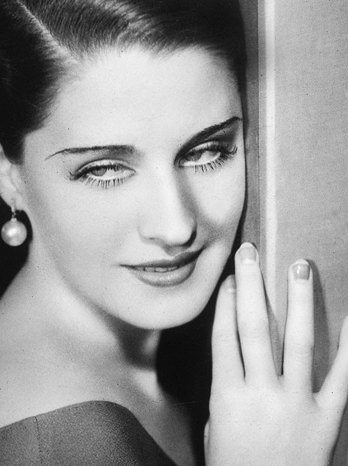 deforest:  Norma Shearer in a still from Strange Interlude, photographed by George Hurrell, 1932.