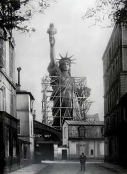 itsjohnsen:  The Statue of Liberty in Paris, 1886. Unattributed