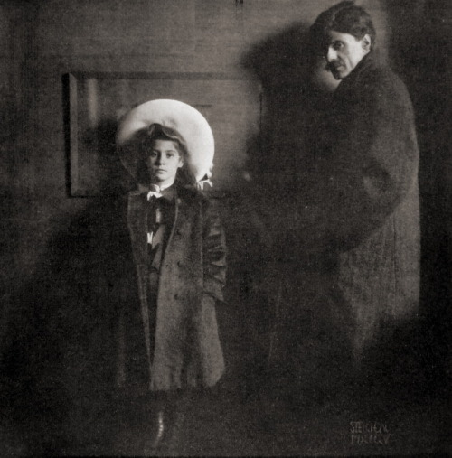 firsttimeuser:  Alfred Stieglitz with daughter Kitty, 1904 by Edward Steichen