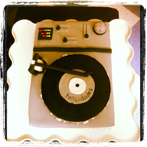 Hey Mr DJ! Fondant cake.