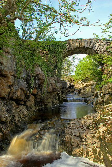 bluepueblo:  Ancient Stone Bridge, Yorkshire Dales, England photo via hertemples