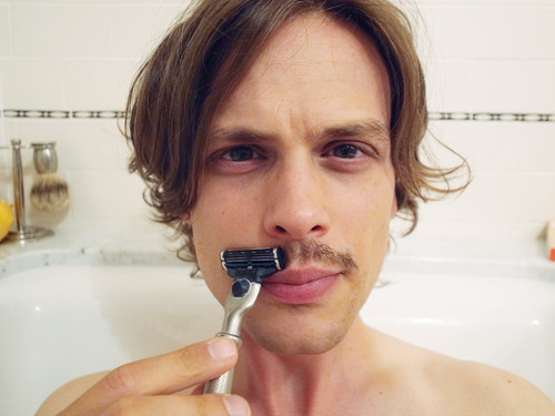 obsessivegublerdisorder:  CUTE!!  I want to be on you.