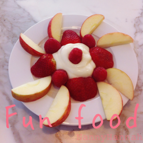 A quick, simple & yummy fruit flower.  What you need: -Any fruit that your munchkin enjoys (apple, banana, blueberries, grapes, strawberries/raspberries) -Yoghurt  How to make it: -Place a big blob of yoghurt in the centre of the plate -Arrange the fruit around the yoghurt to create a flower pattern (think petals)  Enjoy!  Tips: - You can use apple sauce or fruit purée instead of the yogurt - Why not try a savory version? Try veggies and dip/ Greek yoghurt instead :)