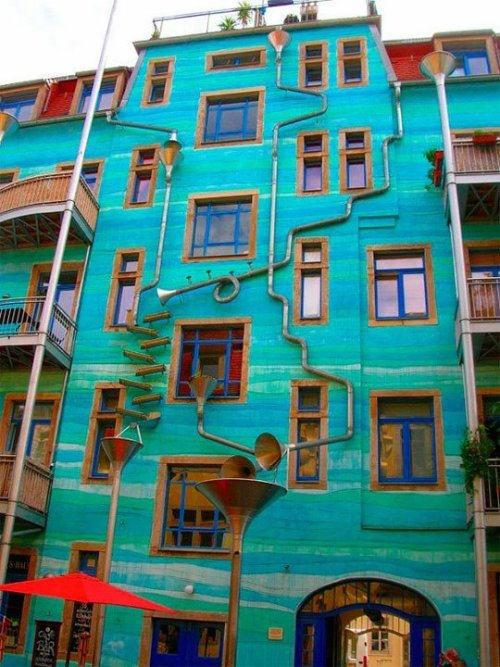 This building is located in Dresden, Germany. It's called Neustadt Kunsth of passage. When it rains, it starts to play music….!