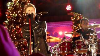 "Justin Bieber and Usher ""The Christmas Song"" NBC's Christmas Tree LightingJustin Bieber and Usher perform ""The Christmas Song"" for the pre-taping of NBC's Christmas Tree LIghting in Rockafeller Center, airing Wednesday, November 30, 2011.Spirit of America Performance Team is the audience invited by NBC.Click on the Thumbnail to watch the videoOr visit http://mywebgossip.info/justin-bieber-and-usher-the-christmas-song-nbcs-christmas-tree-lighting/"