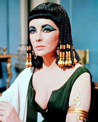 mickeyalice:  Elizabeth Taylor starring as Cleopatra in the 1963 film