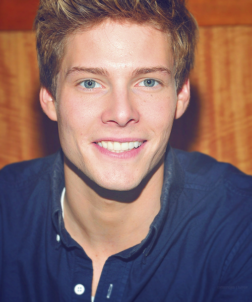 100 pictures of Hunter Parrish | 69