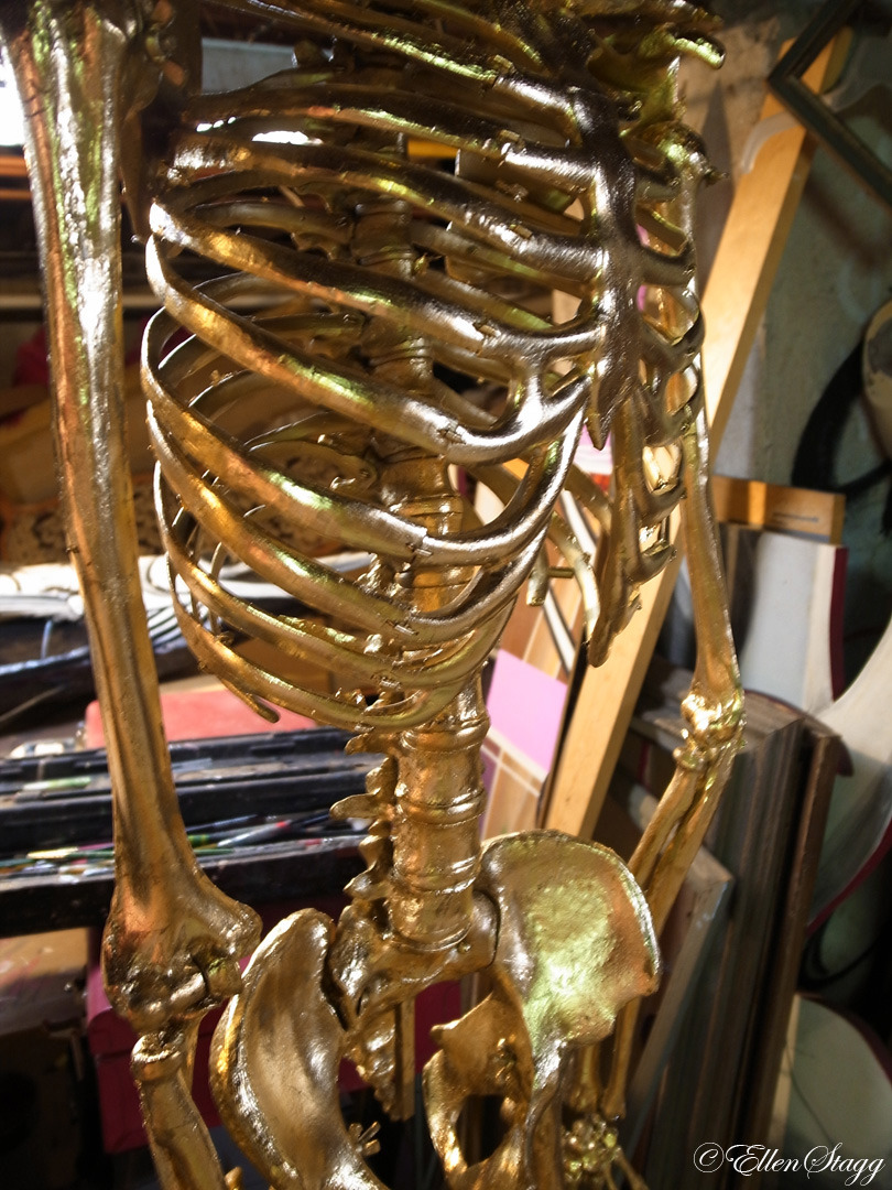 goingstagg:  Gold Skelton by Porkchop.    Oooooooo