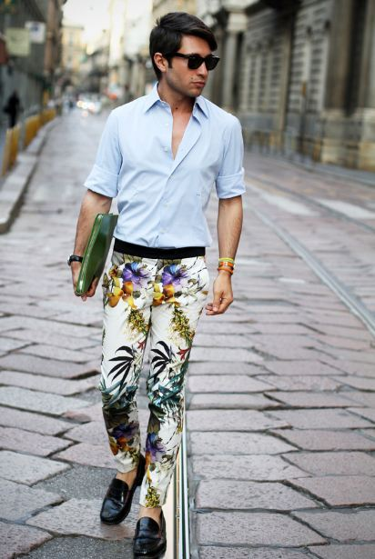 Givenchy bird of paradise print trousers knockoff by Zara