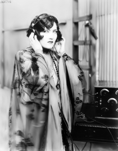 harlow26:  Gloria Swanson listening to the radio.