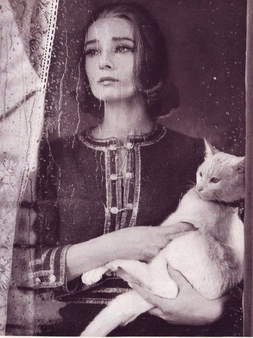 daria-mercury:  Audrey Hepburn for the Bazaar magazine, 1959